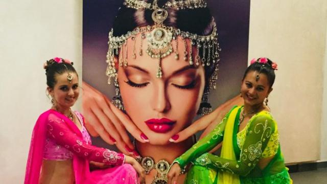 Anarkali disco chali – Bollywood Tanzgruppe – Indische Tänzerin1